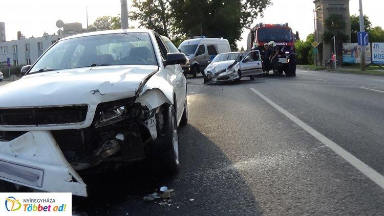 Baleset történt a Család és az Orosi út csomópontjában – Egy sérült kórházban