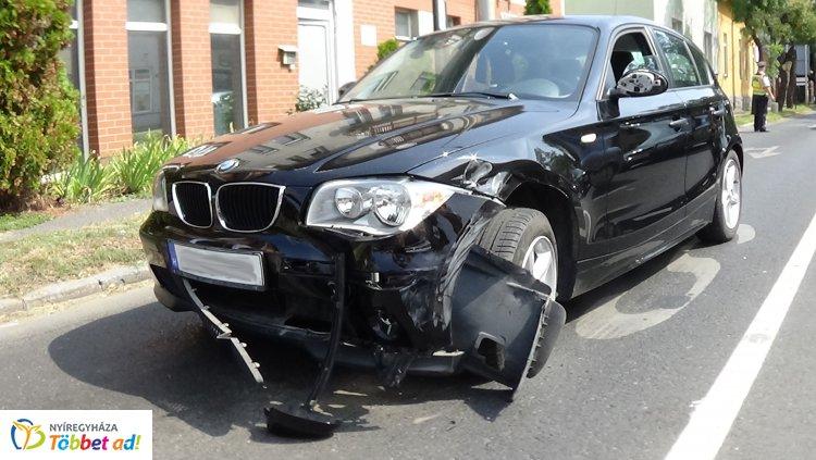 Jelentős az anyagi kár az Inczédy és Bocskai utca kereszteződésében történt balesetben