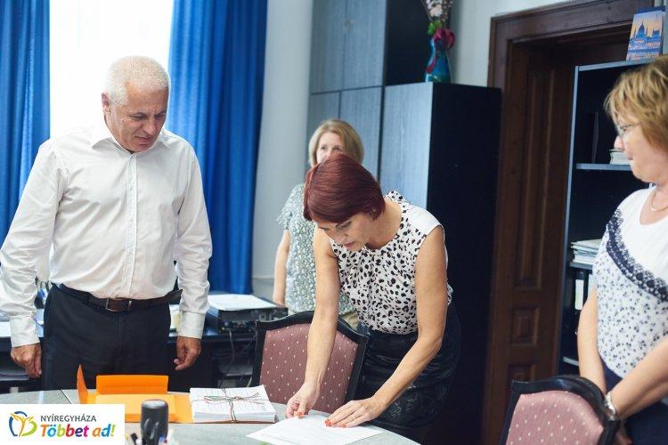 Dr. Kovács Ferenc polgármesterjelölt (FIDESZ-KDNP) elsőként adta le az ajánlószelvényeket