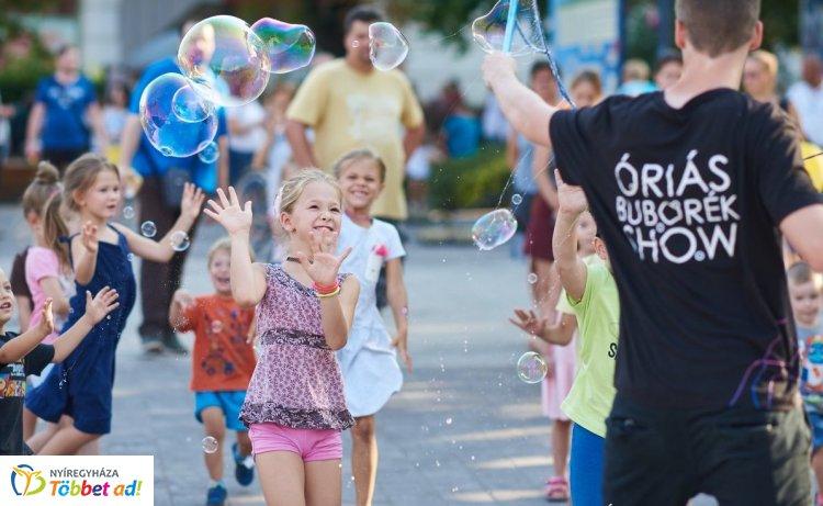 Óriás buborékok a VIDOR legkisebbjeinek – Fényképes összefoglaló a keddi napról