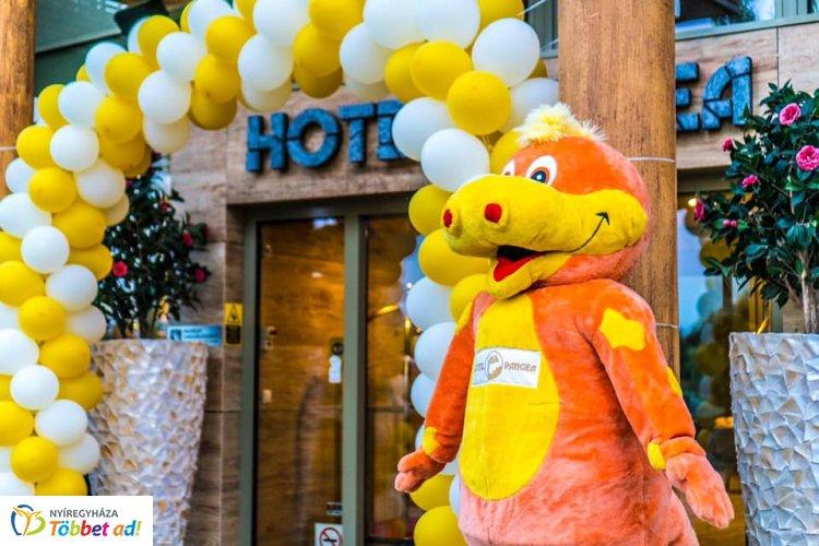 Boldog születésnapot Hotel Pangea! - Egy éves lett Sóstó egyik büszkesége