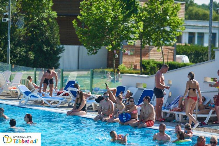 A nyári szezon a végéhez közeledik - Bezár a Parkfürdő, de a Tófürdő még nem
