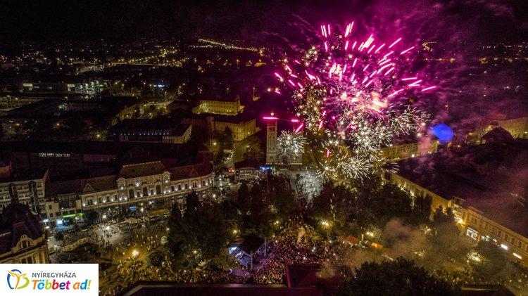 Fantasztikus légifotók – Tűzijátékkal zárult a Sunshine FM születésnapja