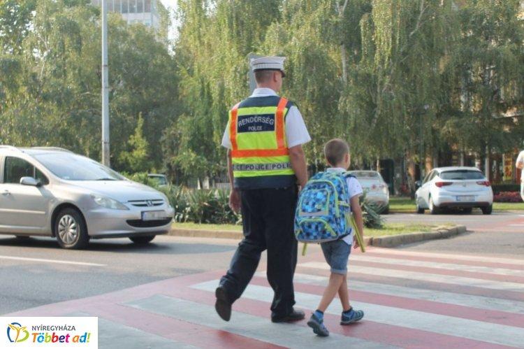 Tanévkezdés Szabolcs-Szatmár-Bereg megyében – Rendőrök segítik a balesetmentes közlekedést