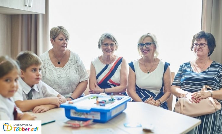 Jubileumi tanévnyitó és LEGO teremátadó az Eötvös Gyakorló Iskolában