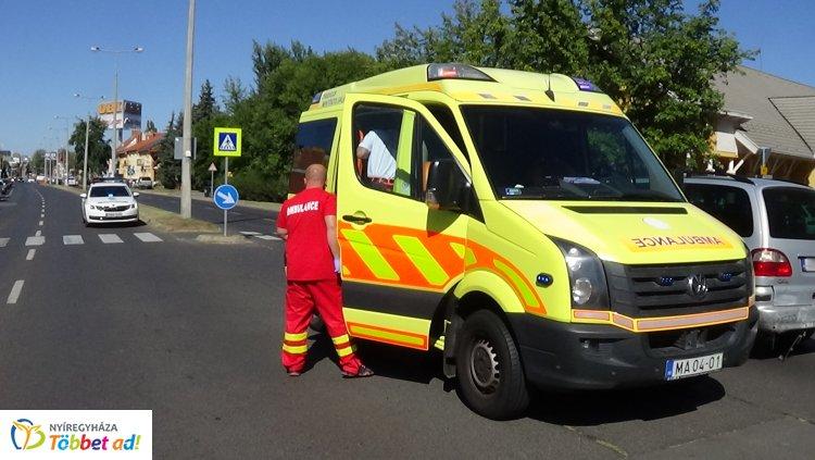 Egy sérültje van a Szegfű utcán történt ráfutásos balesetnek