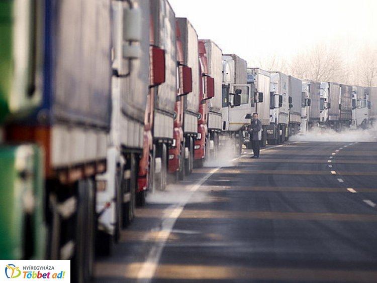 A záhonyi közúti határátkelőhelyen a útfelújítási és aszfaltozási munkálatokat végeznek