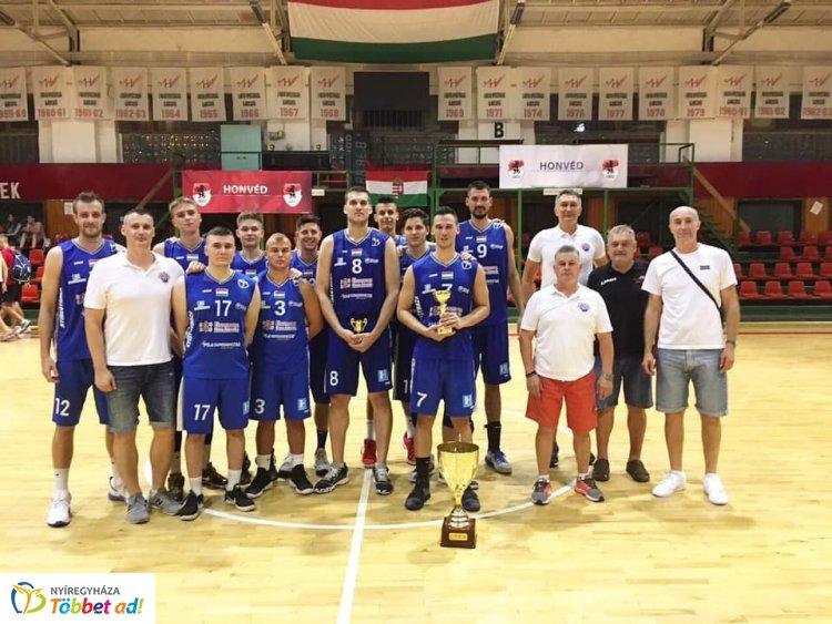 Tornagyőzelem után, edzőmeccs előtt a Hübner Nyíregyháza BS kosárlabda együttese