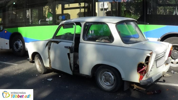 Két autóbusz és egy személygépkocsi ütközött a tegnap délutáni csúcsforgalomban