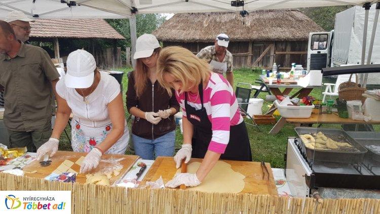 A régi Magyarország ízei - 25 csapat kínál hagyományos ételeket a múzeumfaluban