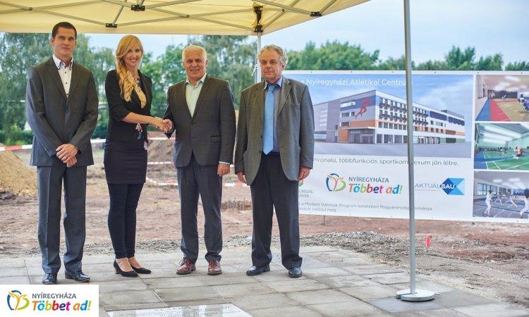 Lerakták az alapkövét Európa egyik legmodernebb atlétikai központjának Nyíregyházán