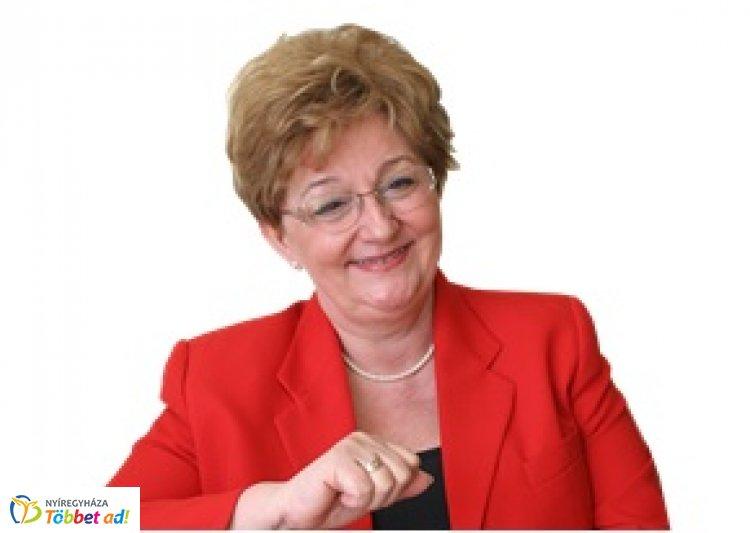A protokoll szakma nagyasszonya, Görög Ibolya a Bencs Villában