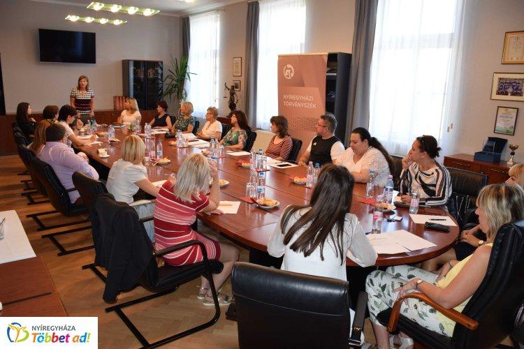 Konferenciát rendeztek a kapcsolattartás szabályozásáról a Nyíregyházi Törvényszéken