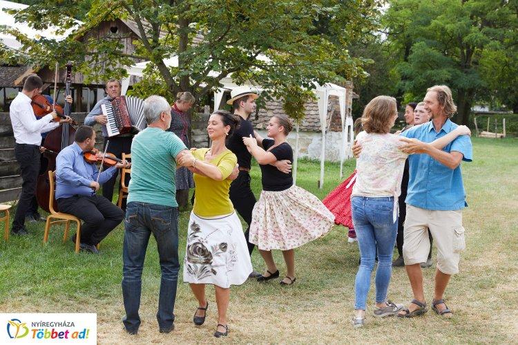Nagy sikerrel zajlott le a VI. Kárpát-medencei Táncházzenészek Találkozója