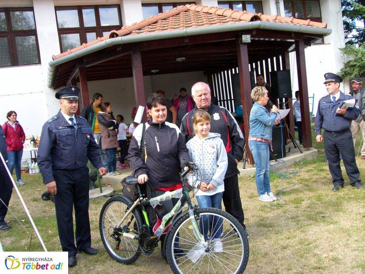 Közbiztonsági családi nap Sóstóhegyen, a Szabó Lőrinc iskola udvarán