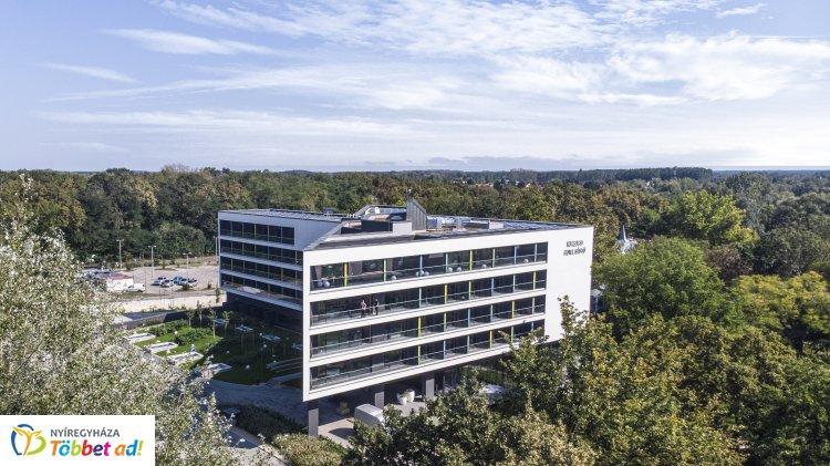 Az utolsó simításokat végzik a sóstói új, négycsillagos, 122 szobás szállodában