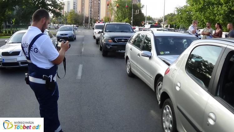 Ismét a Pazonyi téren történt baleset, ezúttal négyen ütköztek