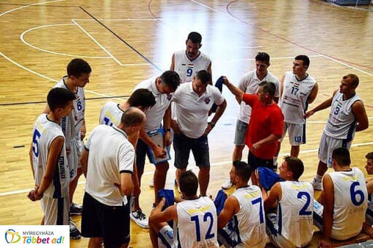 Győzelem az edzőmeccsen – A Vasas ellen játszottak a férfi kosarasok