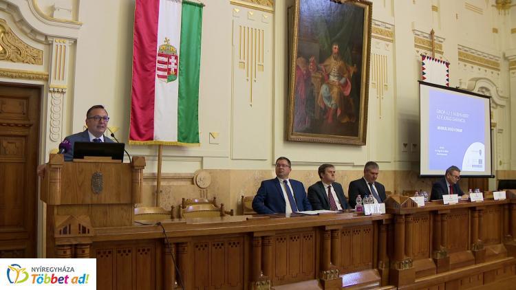 Munkáltatói fórum Nyíregyházán – Bodó: eredményes a munkaerőpiaci reform!