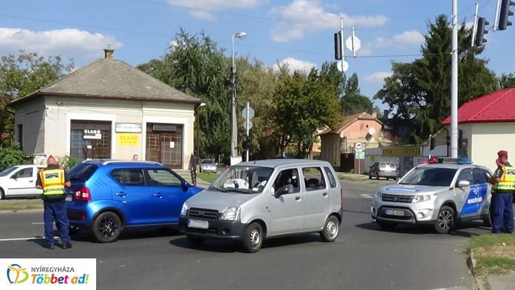 Baleset történt péntek délelőtt az Orosi úton, egy személy kórházban