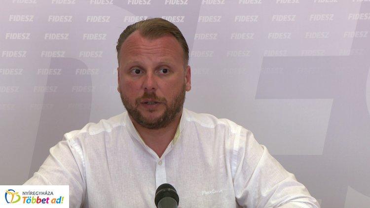 Tovább folytatja a törvénytelen plakátolást az ellenzék Nyíregyházán a Fidesz szerint