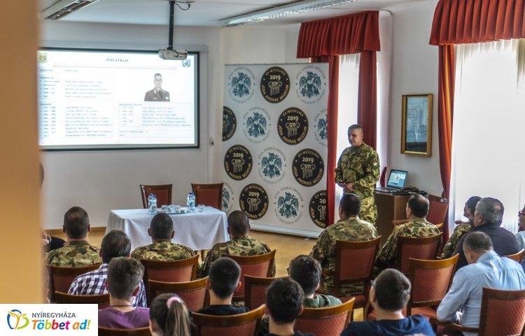 Tartalékos katonák – Apáti Zoltán dandártábornok tartott előadást a Jósa András Múzeumban