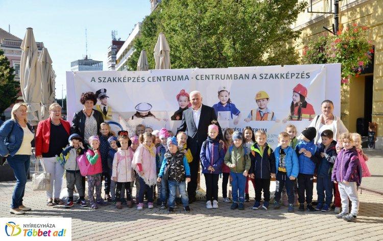 Mini Tirpák Fesztivált szerveztek a Tirpák Fesztivál 0. napján a Kossuth téren