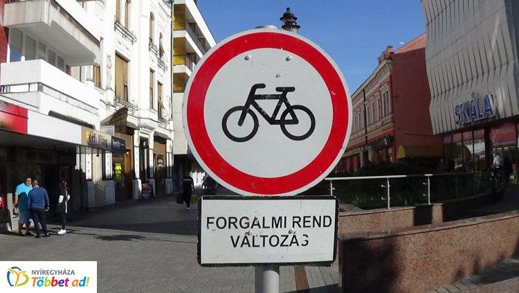 Tilos lesz kerékpárral behajtani a Kossuth térre a Tirpák Fesztivál ideje alatt!