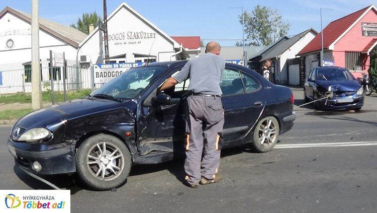 Szabálytalan kanyarodással okozott balesetet egy sofőr a Kállói úton