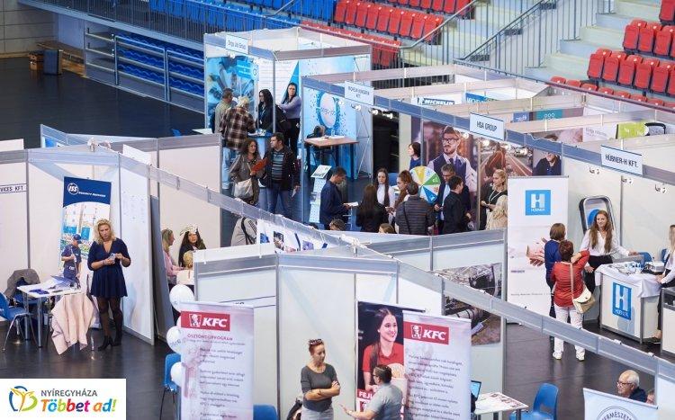 Állásbörze az arénában – A csökkenő munkanélküliség mellett megjelent a munkaerőhiány is