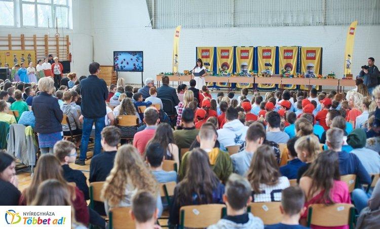 Kültéri tanteremmel bővült a kertvárosi általános iskola a LEGO programjának köszönhetően