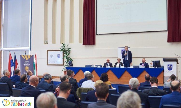 A Nyíregyházi Egyetemen tartotta plenáris ülését a Magyar Rektori Konferencia