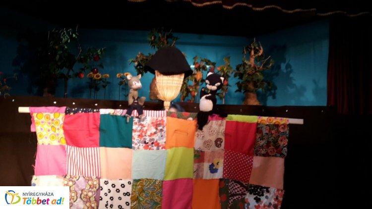A Burattino Bábszínház előadásai októberben is várják a családokat