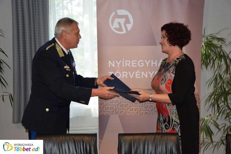 Együttműködés a bíróság és a rendőrség között – Megállapodást írtak alá