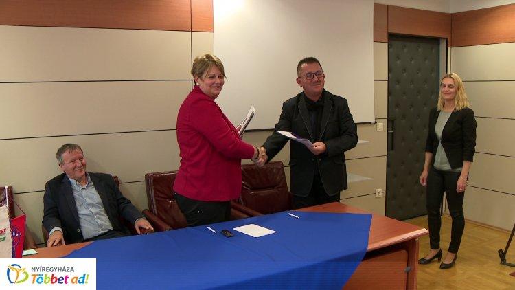 Együttműködési megállapodás - szerződést kötött a Nyíregyházi Egyetem és a Spartacus