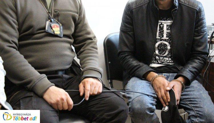 Újabb embercsempész rendőrkézen: orosz állampolgárok utaztatását szervezte le a férfi