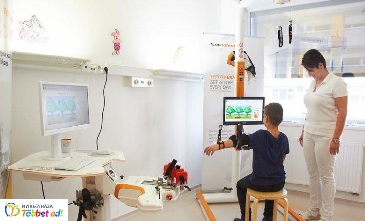 Robotasszisztens segíti a terápiát a Jósa András Oktatókórházban
