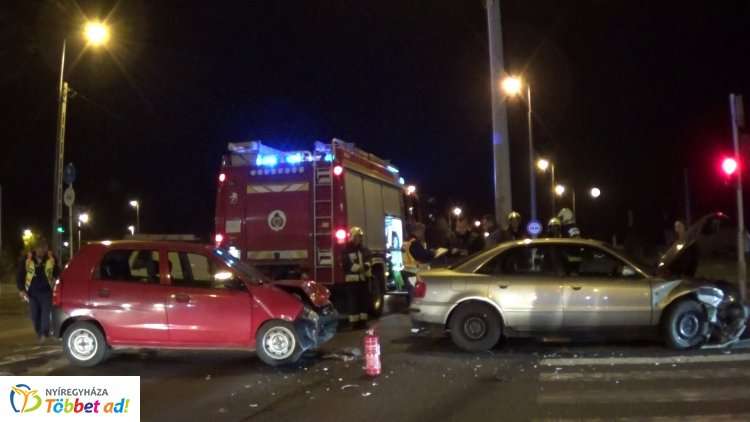 Ismét karamboloztak a Pazonyi úton, a vasárnapi halálos baleset helyszínén