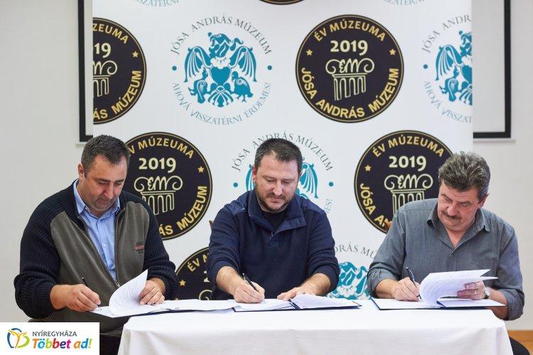 Hármas együttműködési megállapodást írtak alá csütörtökön a Jósa András Múzeumban