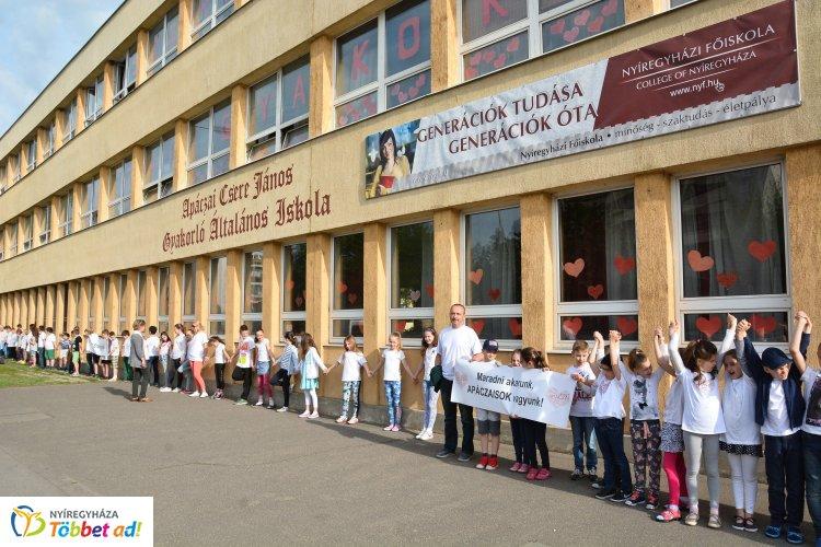 Francia kéttannyelvű osztállyal várja diákjait a következő tanévtől az Apáczai