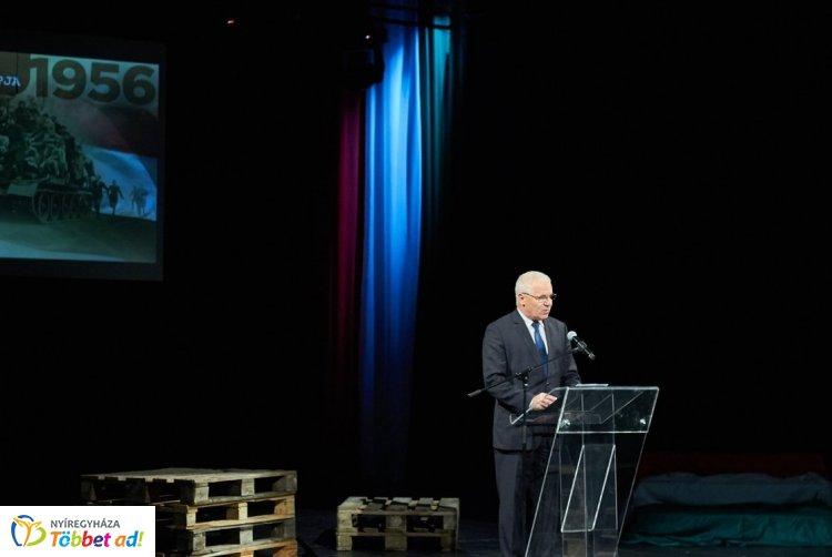 Méltóképpen emlékezett Nyíregyháza a forradalom és szabadságharc 63. évfordulóján szerdán
