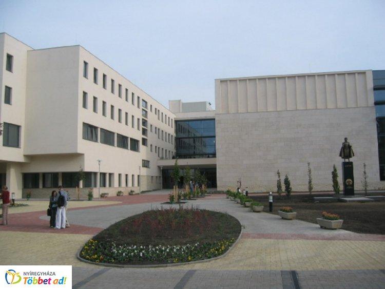 Könyves nap az egyetemen – Több kötetbemutatót is szerveztek