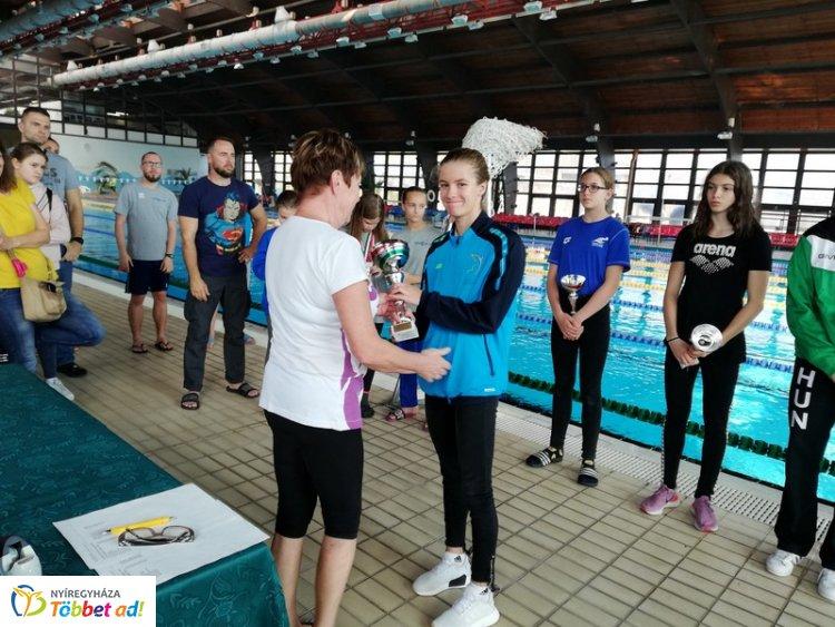 19 érem a Hungarospa Kupáról - jól szerepeltek a Sportcentrum úszói