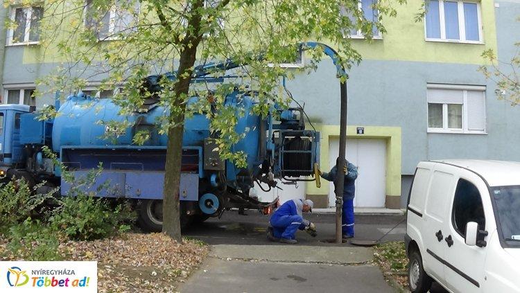 Forgalomkorlátozás – A csapadékelvezető-rendszer tisztítását végzik az Eperjes utcán