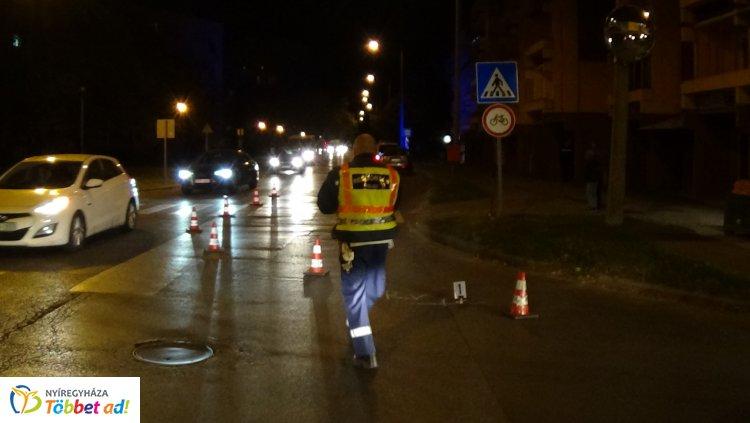 Gyalogost gázoltak a Vasvári Pál utca egyik átkelőhelyénél, kórházba szállították