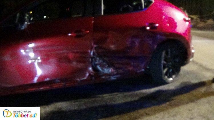 Korlátnak csapódott, majd árokba zuhant egy autó a Család utcán
