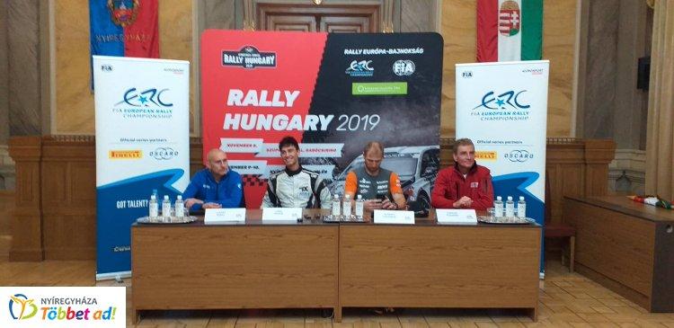 Újságírókkal van tele a városháza Krúdy Terme - A versenyzők az esélyeket latolgatják