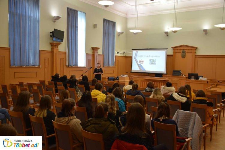 A Tokaji Ferenc Gimnáziumból látogattak diákok a Nyíregyházi Törvényszékre