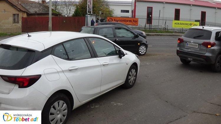 Jelentős anyagi kárral járó baleset történt a Tiszavasvári felüljárón