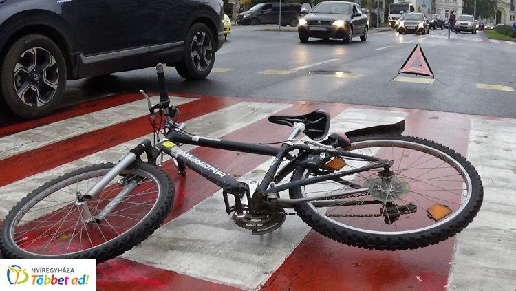 Kerékpárost gázoltak csütörtök délelőtt a belvárosban, az Országzászló téren
